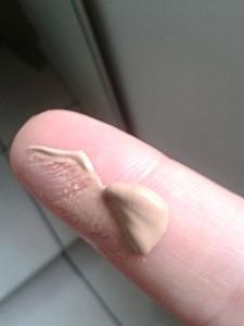 cc cream olay dedo