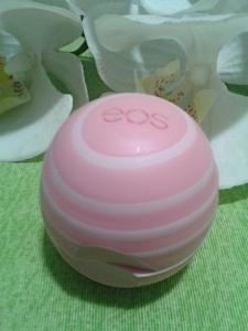 Hidratante labial Visibly Soft EOS fechado