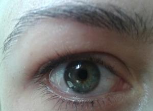 Rímel Hard Candy olhos1