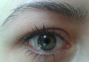 Rímel Hard Candy olhos2