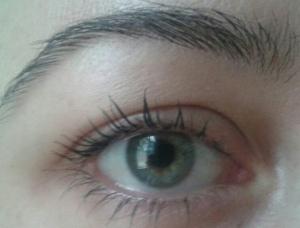 Rímel Hard Candy olhos3
