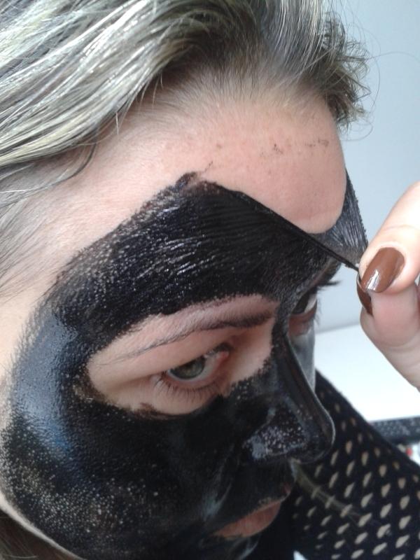máscara tirando