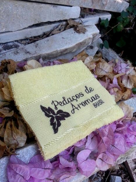 pedaços de aromas brasil - toalhinha.jpg